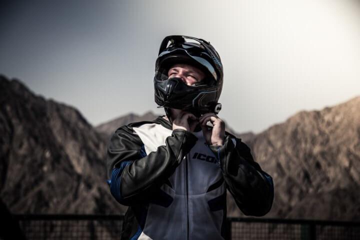 Helmet to ride dirt bike